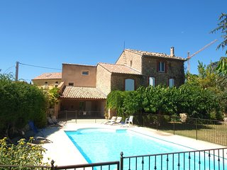 Spacious villa in the center of Caromb with Parking, Internet, Washing machine,