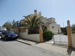 Spacious house in the center of Parchal with Parking, Internet, Washing machine,