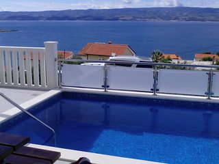 Spacious apartment in Dugi Rat with Parking, Internet, Air conditioning, Pool