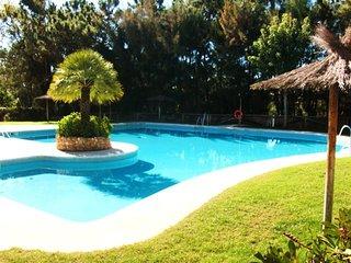 Cozy house in Isla Cristina with Parking, Washing machine, Pool, Balcony