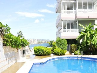 Spacious apartment close to the center of Calp with Lift, Washing machine, Air c