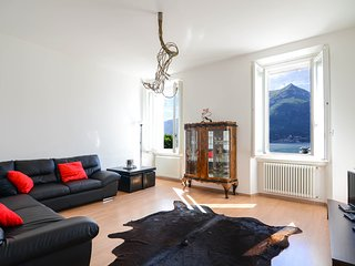 Spacious apartment in the center of Bellagio with Internet, Air conditioning, Te