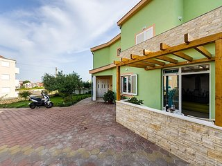 Cozy apartment very close to the centre of Zadar with Parking, Internet, Washing