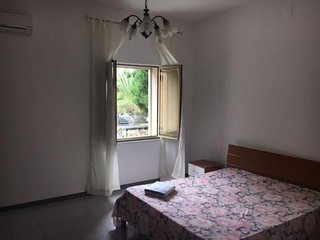 Spacious apartment very close to the centre of Syracuse with Parking, Internet,