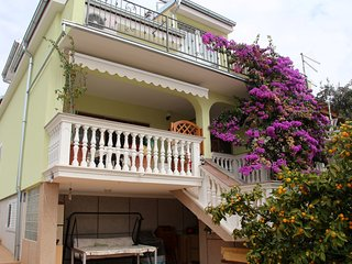 Spacious apartment very close to the centre of Vodice with Parking, Internet, Ai