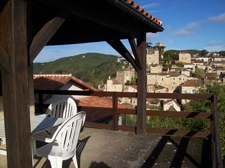 Cozy house in the center of Puy-l'Évêque with Parking, Washing machine, Balcony,