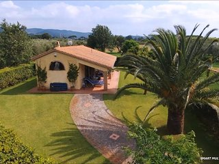 Poderecampialmare. Casa 'OLIVO' 4 pax. big private garden. POOL, carpark