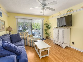 Book for Summer!  Cheery Ocean Walk 2bd/2bd condo near Village, Parks, Pools!