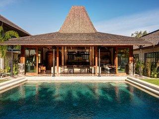Villa Miyu , Stunning Interior Decoration Luxury and Traditional