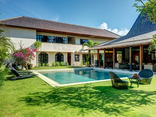 Villa Miyu, stunning interior decoration luxury and traditional
