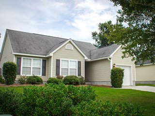 Summerville, SC- Fully Furnished Home, Pet Friendly, Privacy Fence, 3 bed/2 bath
