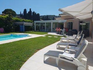 Villa mitoyenne, vue degagé, calme, piscine privée