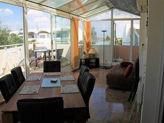 Petit dejeuner sur la terrasse avec vue sur lac