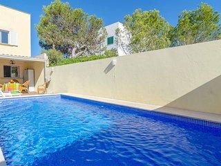 Cozy villa in Llucmajor with Internet, Washing machine, Air conditioning, Pool