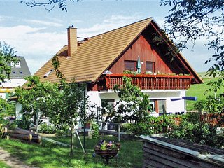 Cozy apartment close to the center of Rabenau with Parking, Internet, Washing ma