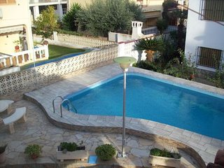 Spacious house right near the 'Playa Norte' in Peniscola with Parking, Washing m