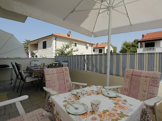 Spacious apartment in the center of Supetar with Parking, Internet, Air conditio