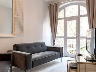 Spacious apartment in the center of Beaune with Parking, Internet, Terrace