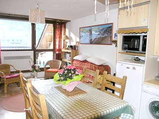 Spacious apartment in the center of Saint-Lary-Soulan with Lift, Parking, Washin
