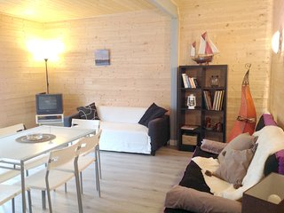 Cozy house close to the center of Belin-Béliet with Parking, Internet, Washing m
