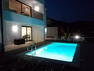 Spacious villa in Azões with Parking, Washing machine, Air conditioning, Pool