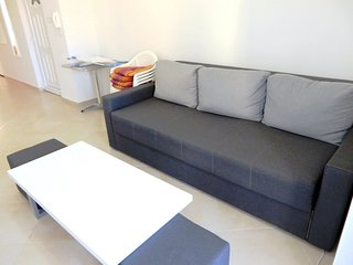 Cozy apartment close to the center of Vrsi with Parking, Internet, Washing machi