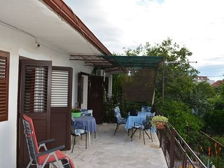 Spacious apartment very close to the centre of Supetar with Parking, Internet, A