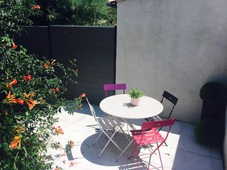 Cosy studio in the center of Roquefort-la-Bedoule with Parking, Internet, Washin