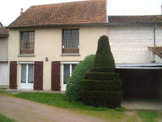 Cozy house in the center of Bournand with Parking, Internet, Washing machine, Te