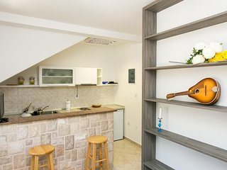 Cosy studio in the center of Zaton with Parking, Internet, Air conditioning, Ter