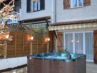 Cozy apartment close to the center of Brignoles with Parking, Internet, Washing