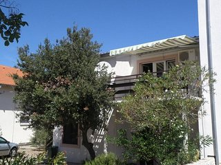 Cozy apartment in the center of Jezera with Parking, Internet, Washing machine,