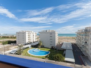 Spacious apartment a short walk away (323 m) from the 'Playa de Daimuz' in Daimú