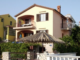 Spacious apartment in the center of Sveti Petar na Moru with Parking, Internet,