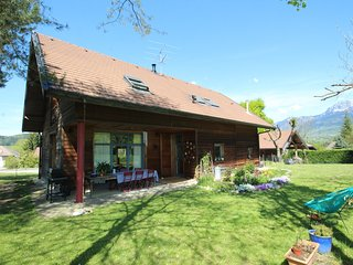 Spacious house very close to the centre of Annecy-le-Vieux with Parking, Interne