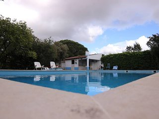 Spacious villa close to the center of Azeitao with Parking, Internet, Washing ma