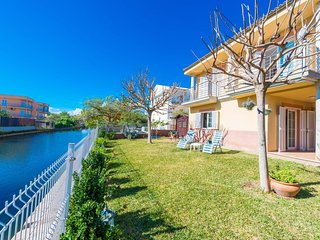 Spacious house a short walk away (431 m) from the 'Playa de Muro' in Alcudia wit