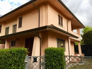 Spacious house in the center of Forte dei Marmi with Parking, Internet, Washing