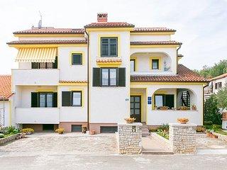Cozy apartment very close to the centre of Poreč with Parking, Internet, Air con