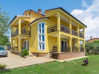 Spacious apartment close to the center of Bužinija with Parking, Internet, Air c