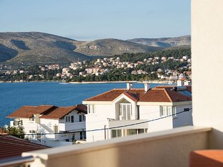 Spacious apartment in the center of Okrug Gornji with Parking, Internet, Air con