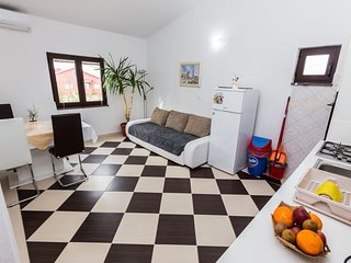 Cozy apartment in the center of Seline with Parking, Internet, Washing machine,