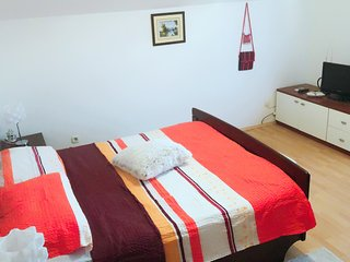 Cozy apartment in the center of Knin with Parking, Internet, Washing machine, Ai