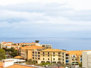 Spacious apartment in Funchal with Parking, Internet, Washing machine, Balcony
