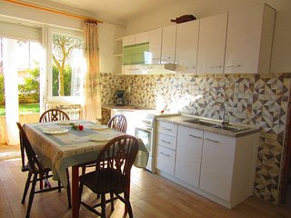 Spacious apartment close to the center of Pula with Parking, Internet, Washing m