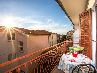 Cozy apartment close to the center of Makarska with Parking, Internet, Air condi