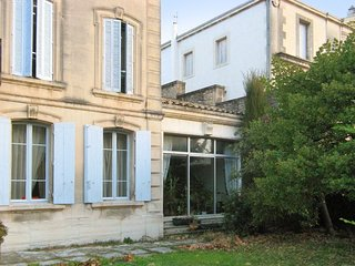 Spacious apartment in the center of Saint-Remy-de-Provence with Internet, Washin