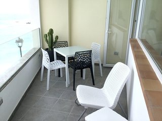 Spacious apartment close to the center of Puerto de la Cruz with Parking, Intern