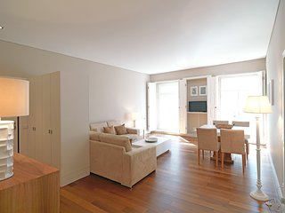 Spacious apartment in the center of Porto with Lift, Internet