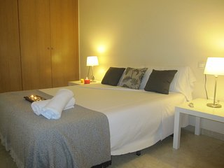 Spacious apartment in the center of Alicante with Lift, Internet, Washing machin